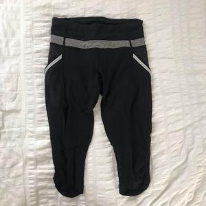 Black Lululemon cropped leggings